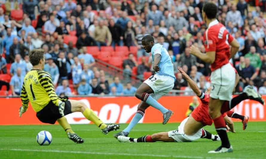 Toure bergabung dengan Man City pada 2010, ketika tim tersebut tidak memiliki satu gelar pun di era bos Arab.  Dia adalah salah satu faktor kunci untuk membantu klub naik ke level tetangga kaya tradisional Man Utd.  Foto: Guardian