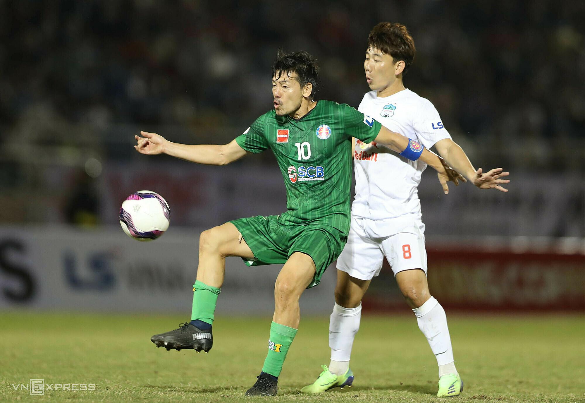 Daisuke Matsui (10) ต้องอำลา Saigon FC เพราะเล่นได้ไม่ดี  ภาพ: Duc Dong
