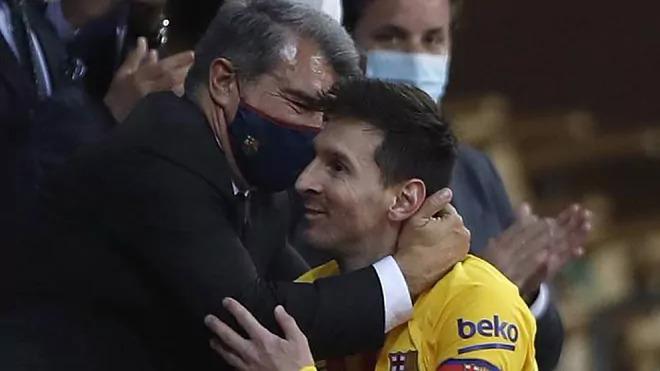 Messi được cho là chịu ảnh hưởng rất lớn từ Laporta. Ảnh: AP