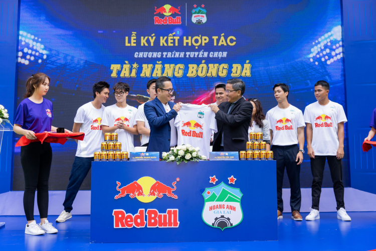 The selective partnership between Red Bull and HAGL Club offers the opportunity to professional football for young talents.