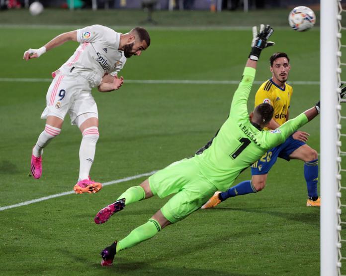 Benzema mencetak gol kemenangan 3-0 untuk Real sejak menit ke 40. Foto: AP