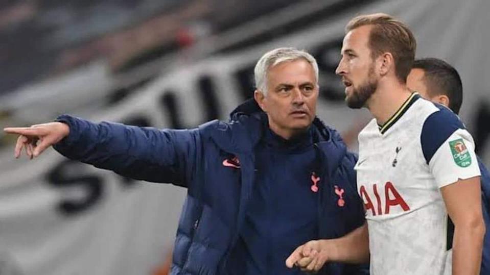 Harry Kane adalah pemain langka yang memberikan penghormatan kepada Mourinho di media sosial, setelah dia dipecat.  Foto: Reuters