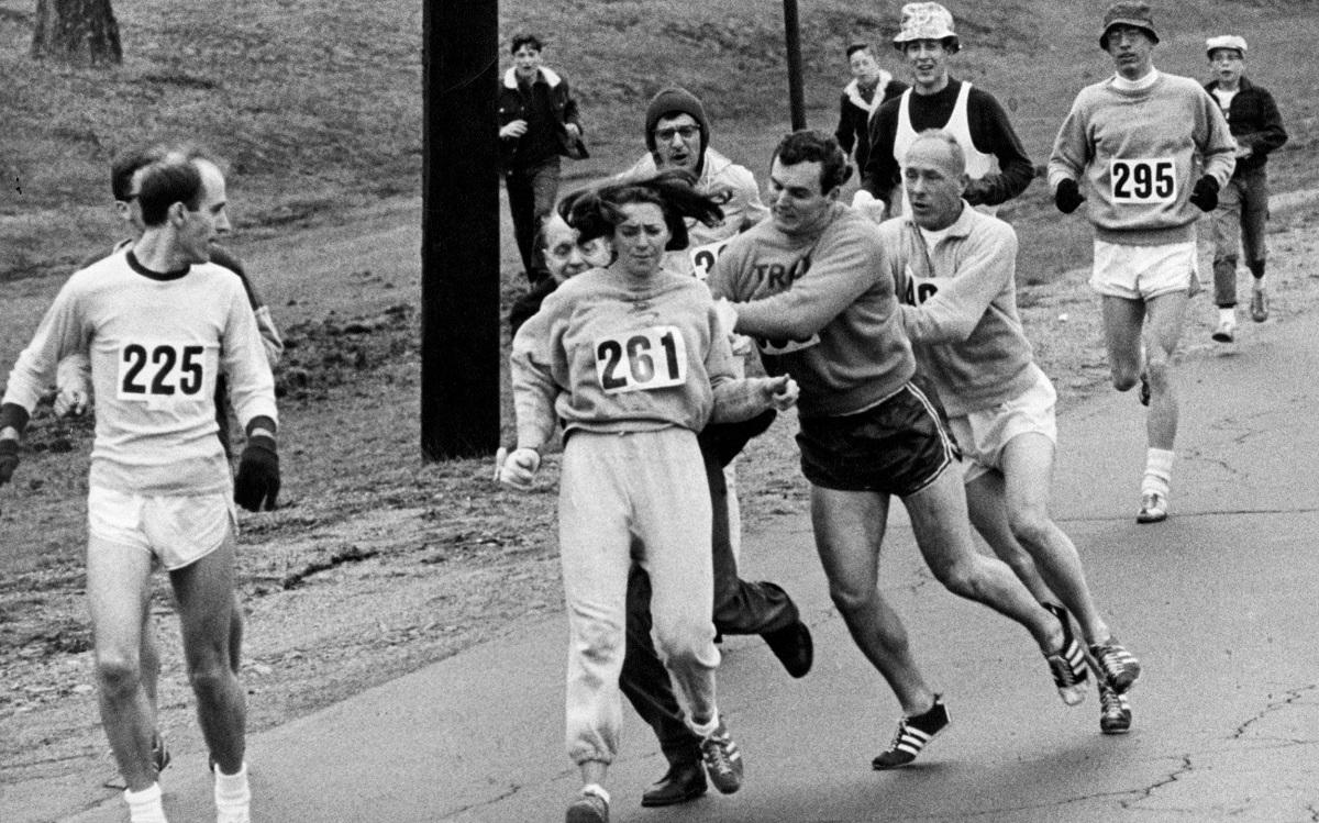Kathrine Switzer Bib 261 is chased by Jock Semple to tear Bib.