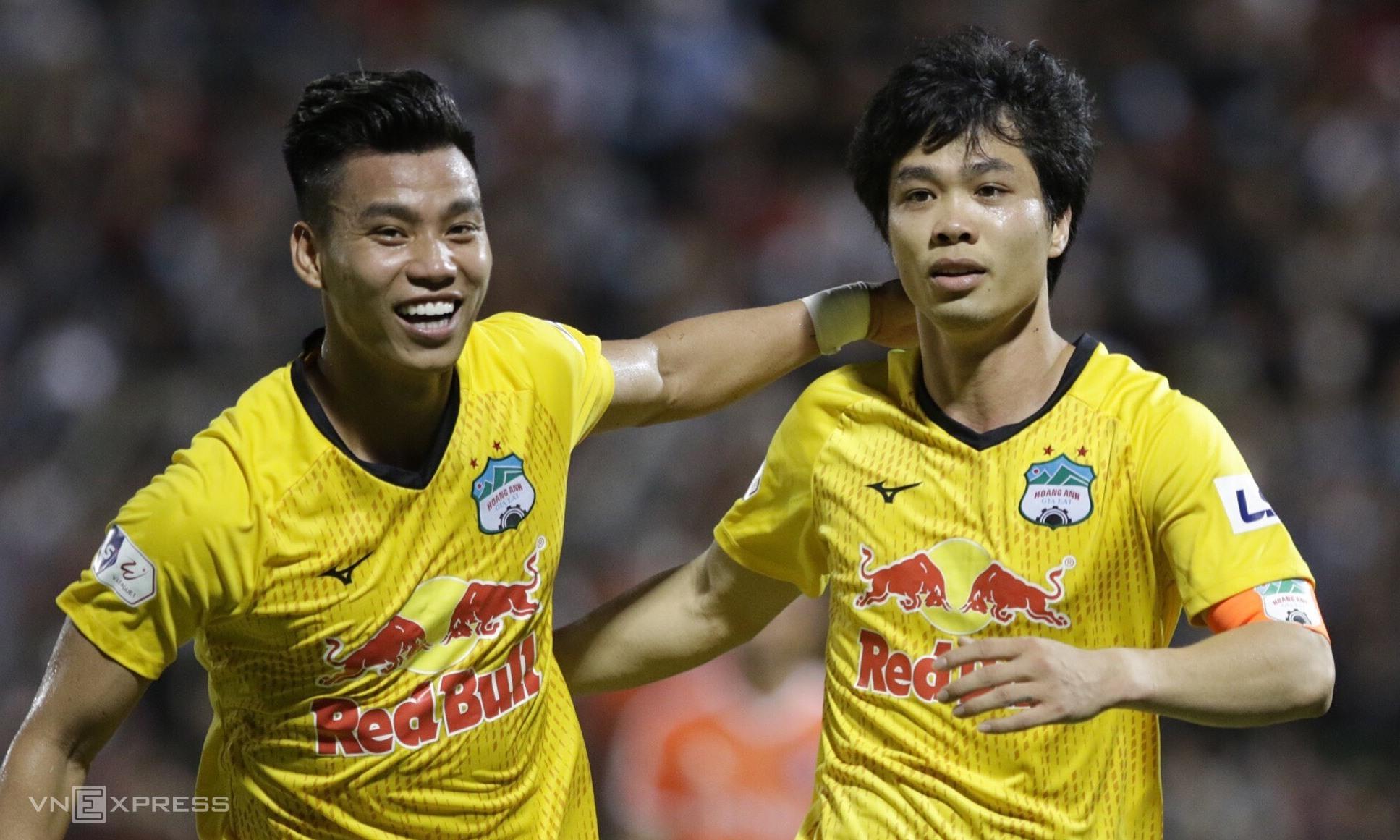 Cong Phuong (kanan) telah mencetak 11 gol sejak V-League 2020. Foto: Duc Dong