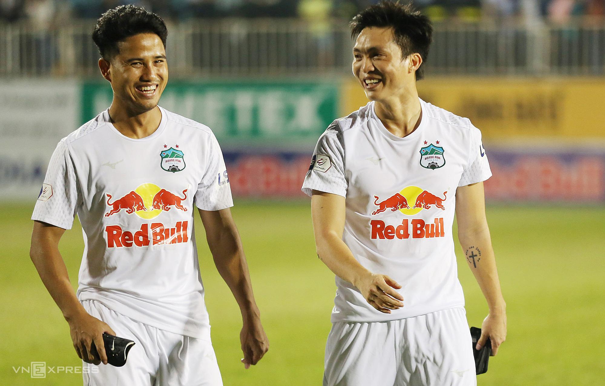 Sebelumnya An Giang diremehkan, tapi Duc Luong dan Tuan Anh bisa digunakan oleh Kiatisuk untuk menemukan perasaan bermain lagi.  Foto: Duc Dong.