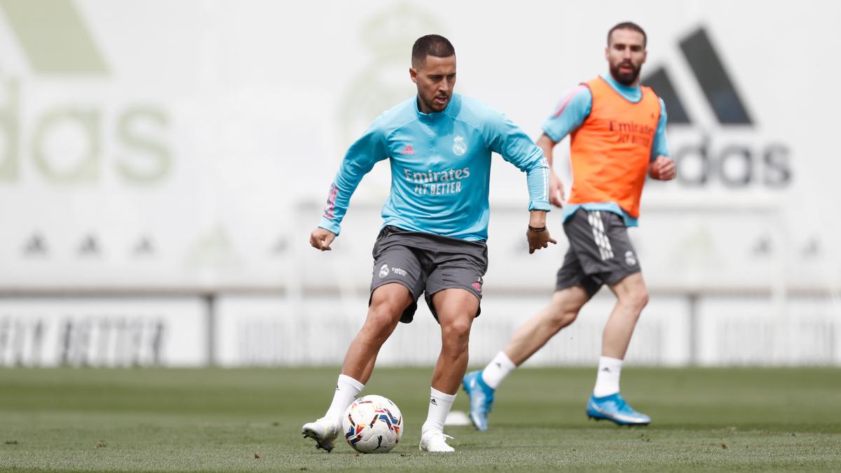 Hazard dan Carvajal berlatih normal di Valdebebas kemarin.  Foto: Twitter / Real Madrid