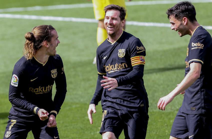 Messi berbagi kegembiraannya dengan Griezmann setelah rekan satu timnya mencetak gol.  Foto: AP