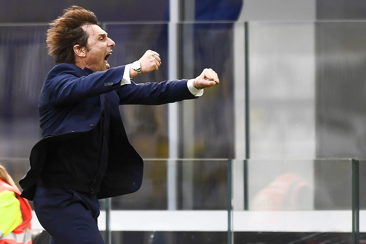 Conte merayakan dengan penuh semangat setelah Inter mengalahkan Verona.  Foto: Reuters.