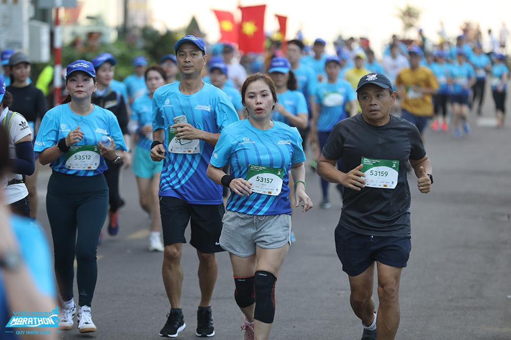 Thousands of athletes run in Quy Nhon each season VnExpress Marathon.  Photo: VnExpress Marathon.