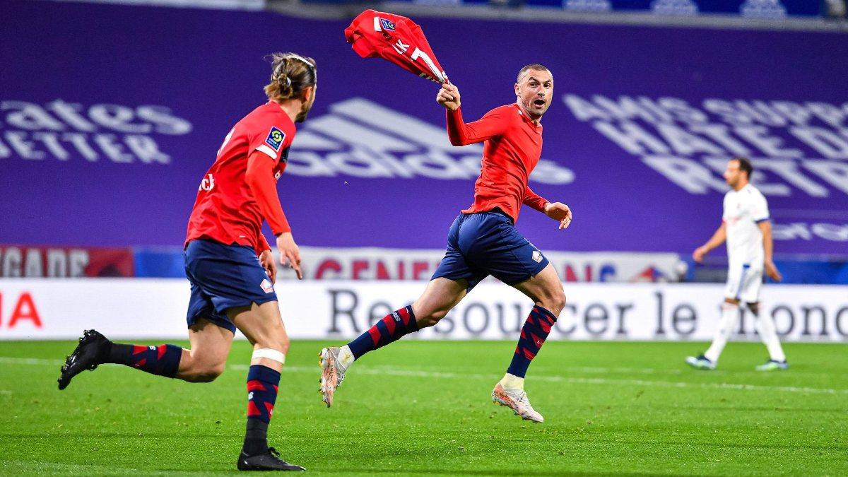 Yilmaz (giữa) tỏa sáng rực rỡ ở tuổi 35 trong màu áo Lille, Ảnh: RMC Sport.