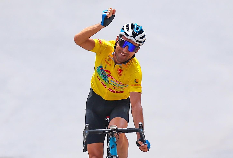 Về nhất chặng đua quan trọng, Loic Desriac nắm chắc danh hiệu Áo Vàng chung cuộc. Ảnh: Văn Thuận.