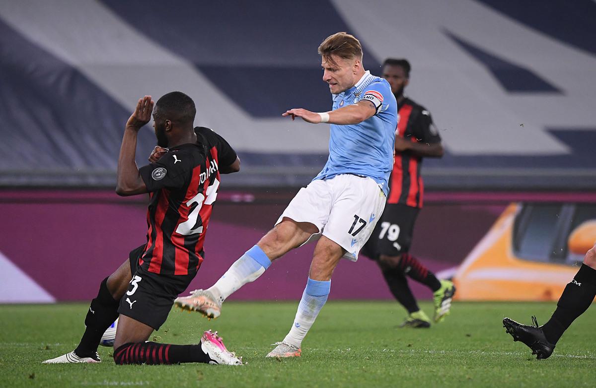Immobile menyelesaikan golnya, memberikan kemenangan 3-0 untuk Lazio.  Foto: Reuters.