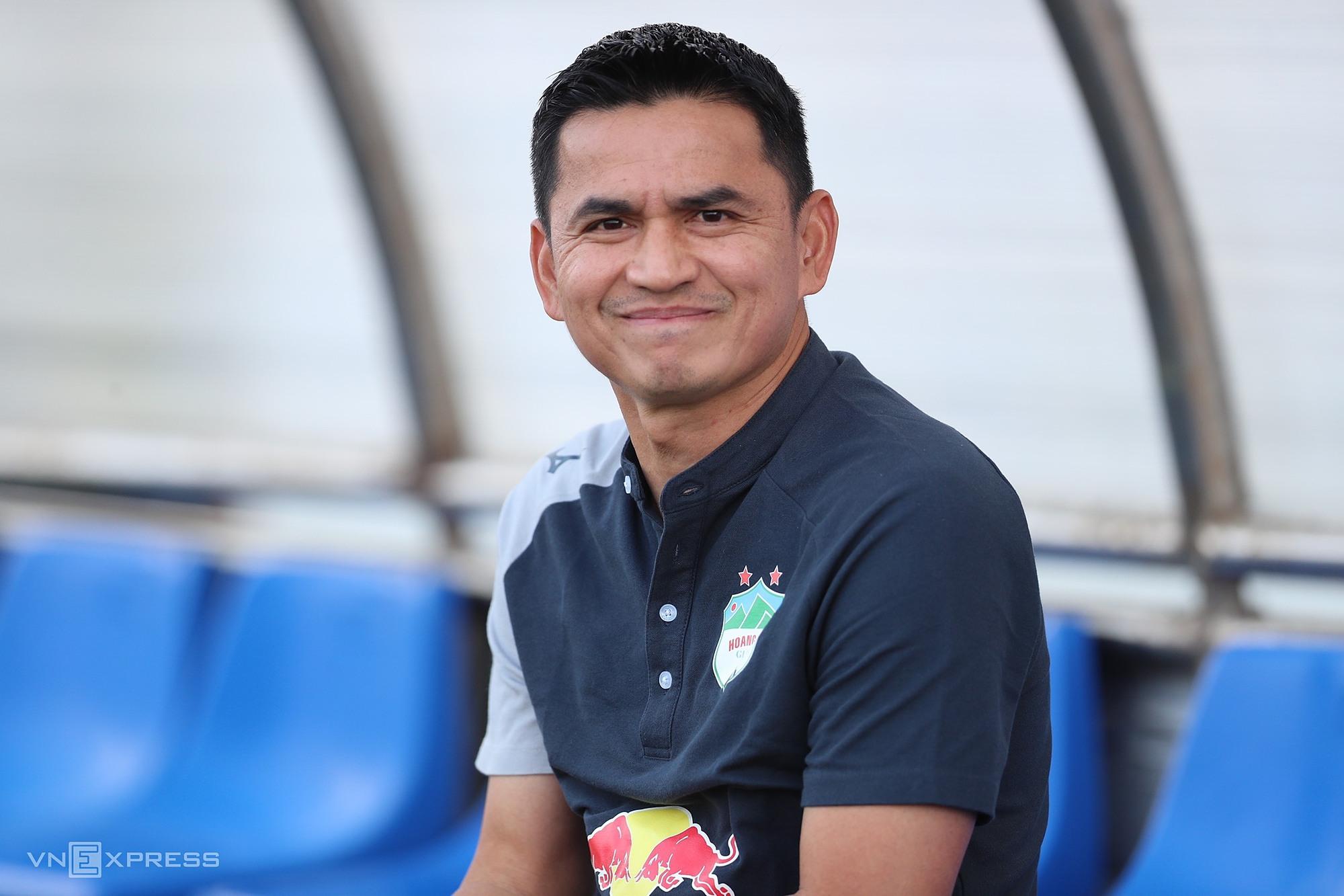 Kiatisuk từng bước giúp HAGL lột xác, trở thành ứng cử viên nặng ký nhất cho ngôi vô địch V-League 2021. Ảnh: Đức Đồng