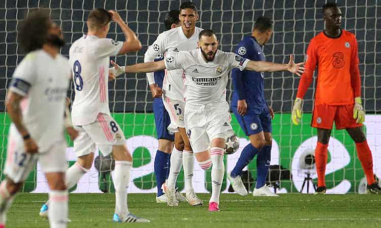 Benzema chứng  tỏ  đẳng  cấp  của một chân  sút  hàng  đầu trong tình  huống gỡ cho cho Real. Ảnh: PA.