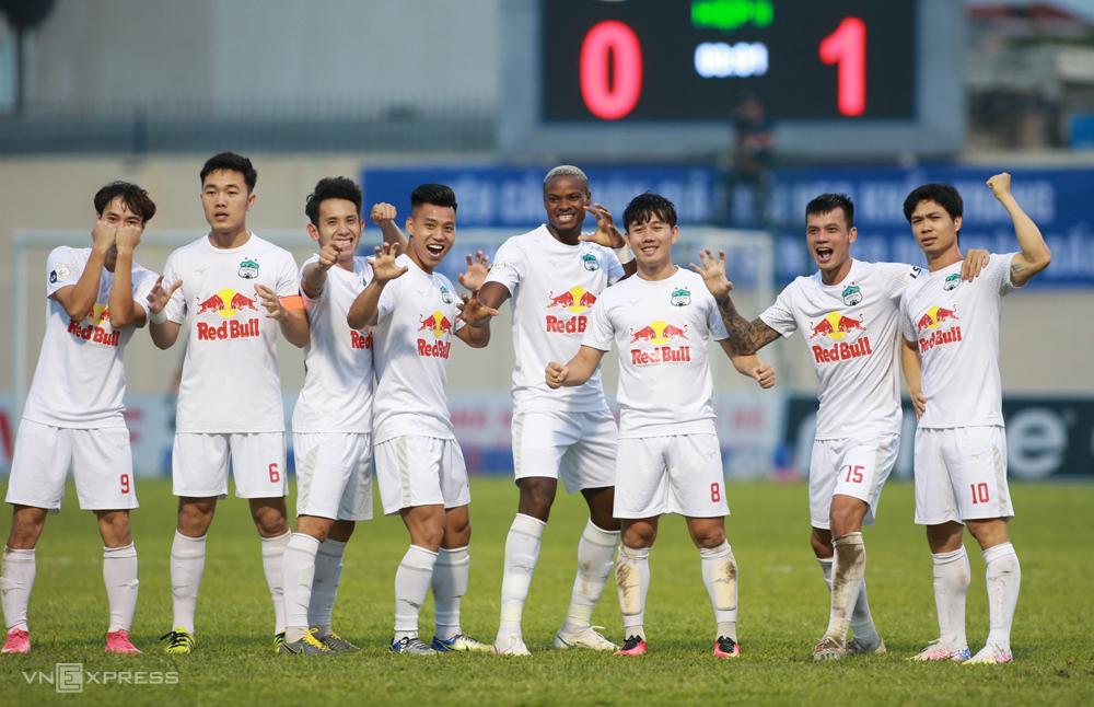 Pemain HAGL merayakan gol pembuka dalam kemenangan 2-1 di Thanh Hoa pada 28 April.  Foto: Lam Thoa