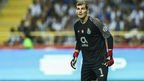 Casillas rời Real sang Porto năm 2015 nhưng vẫn được chơi ở Champions League. Thủ môn người Tây Ban Nha vừa giúp Porto hòa Schalke 1-1 trên sân khách. Ảnh: SM.
