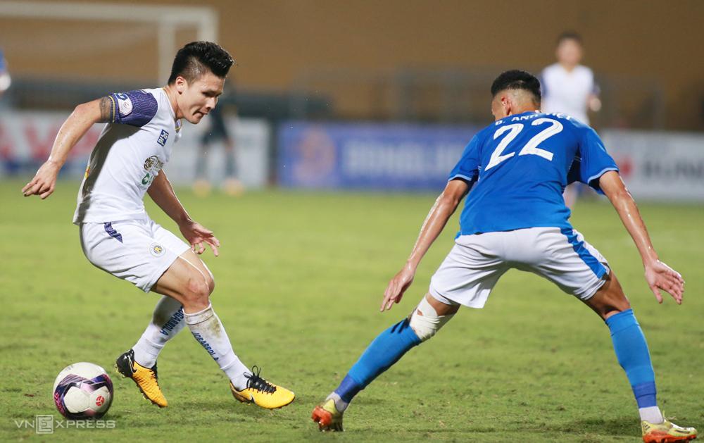Quang Hải chơi bùng nổ, kiến tạo và ghi bàn khi Hà Nội đánh bại Quảng Ninh 4-0 trên sân Hàng Đẫy. Ảnh: Lâm Thoả