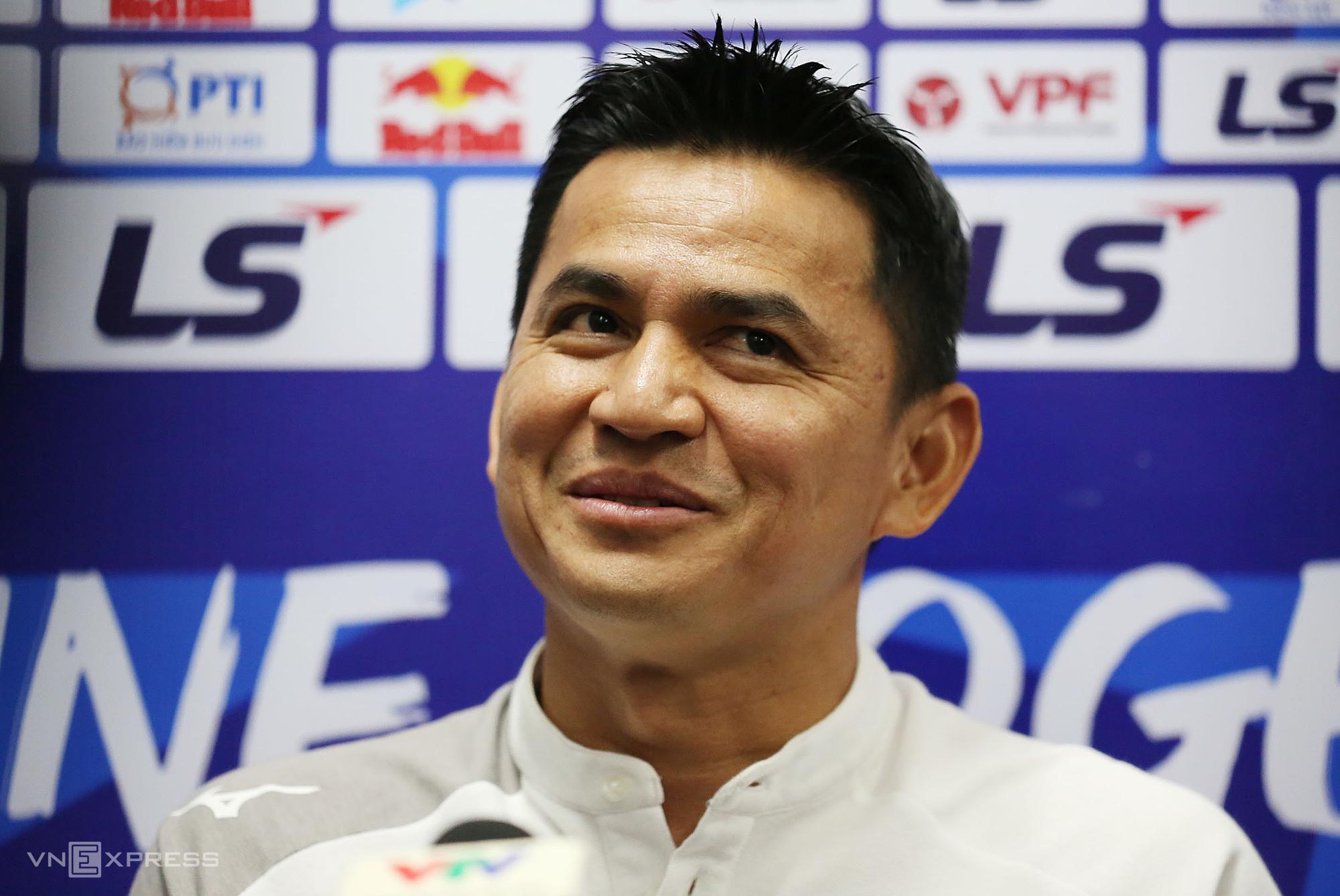 HAGL Kiatisuk đánh giá trận gặp Hà Nội là khó khăn nhất từ đầu giải. Ảnh: Đức Đồng.