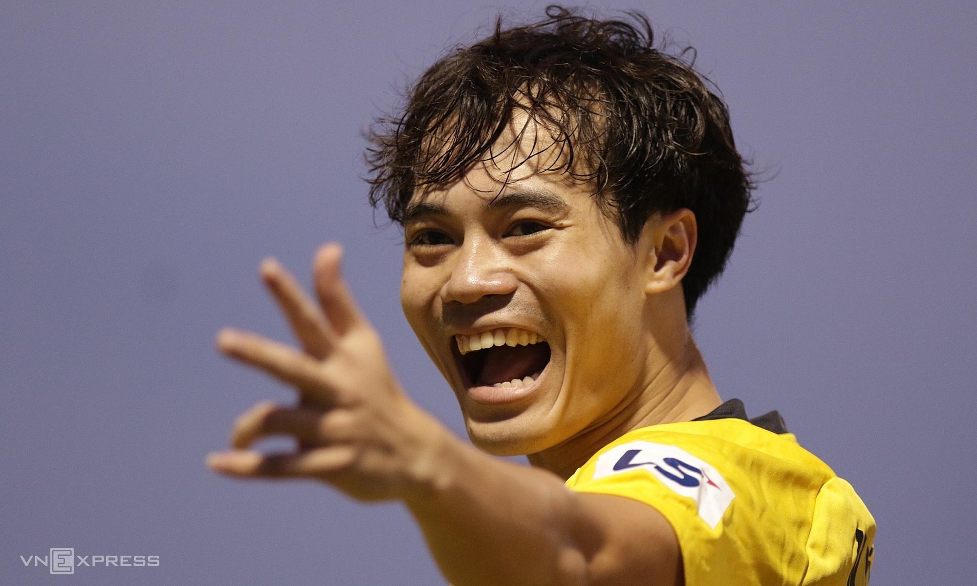 Văn Toàn ghi bàn thứ 37 ở V-League, sau 148 trận. Ảnh:Đức Đồng