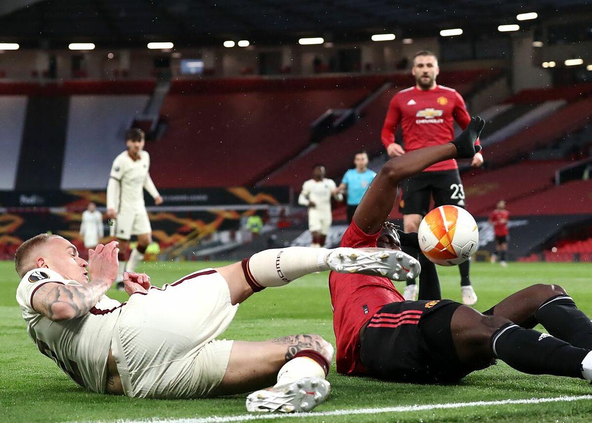 Handball Pogba menghasilkan penalti Roma.  Foto: BT Sport.