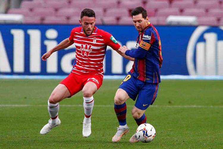 Messi dẫn đầu cuộc đua Vua phá lưới La Liga, với năm bàn nhiều hơn Karim Benzema. Ảnh: Marca.