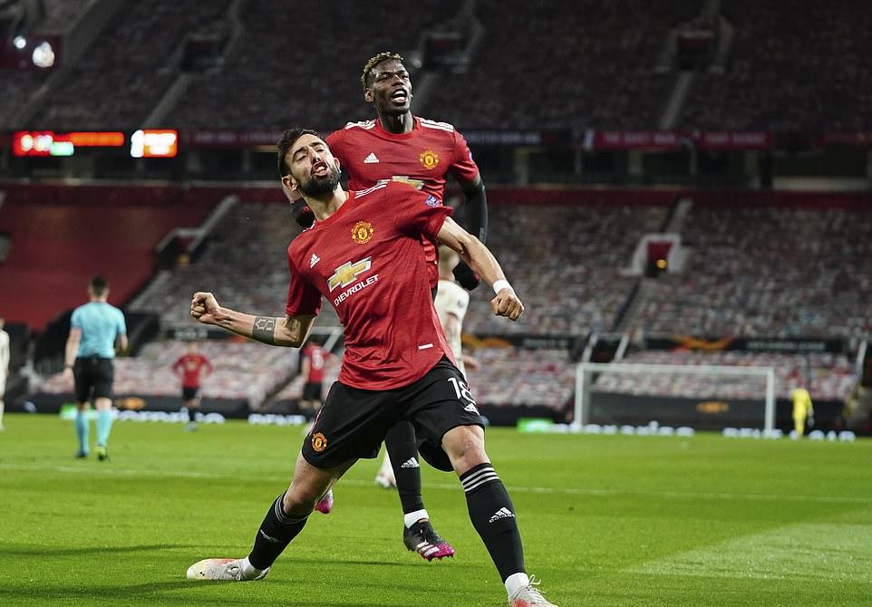 Fernandes mencetak dua gol dalam kemenangan atas Roma.  Foto: AP.