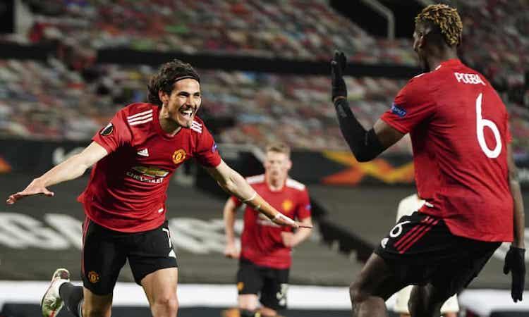 Cavani แบ่งปันความสุขของเขากับ Pogba หลังจากจบการแข่งขันกับ Roma  รูปภาพ: APP.