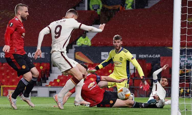 Dzeko ยิงได้หกประตูจากการเตะ 5 ครั้งล่าสุดที่ Old Trafford ของ Man Utd  ภาพ: Reuters