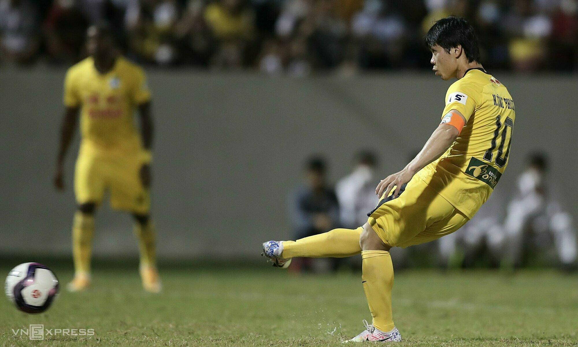 Setengah dari gol Cong Phuong musim ini berasal dari adu penalti.  Foto: Duc Dong
