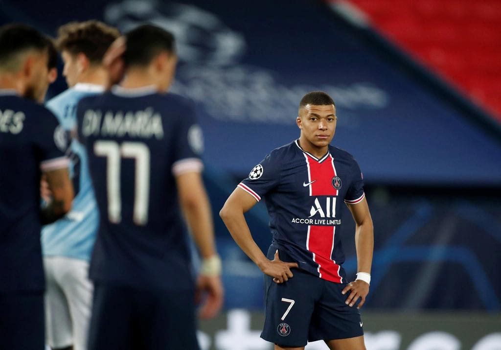 Mbappe bất lực trước hàng thủ Man City trong trận lượt đi. Ảnh: Reuters.