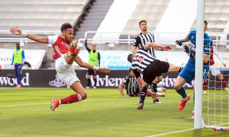 Aubameyang mencetak kemenangan 2-0 untuk Arsenal.  Foto: EPA