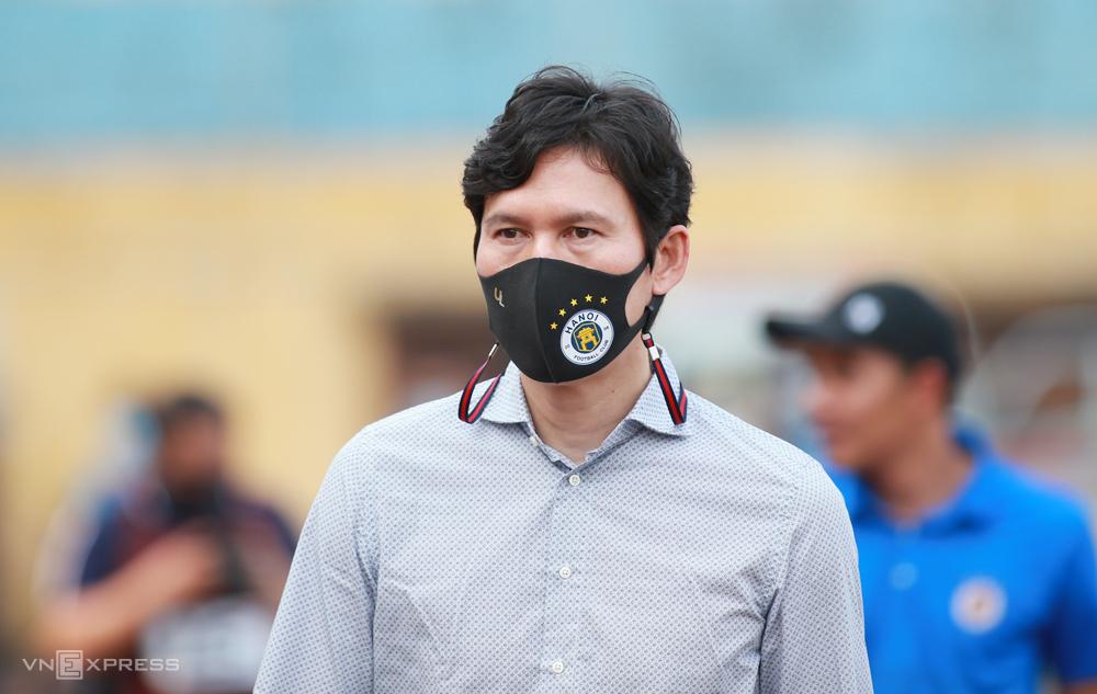 โค้ชปาร์คชองคยุนชนะหนึ่งแพ้หนึ่งในสองเกมเพื่อนำฮานอยเอฟซี  ภาพ: ลำทอ