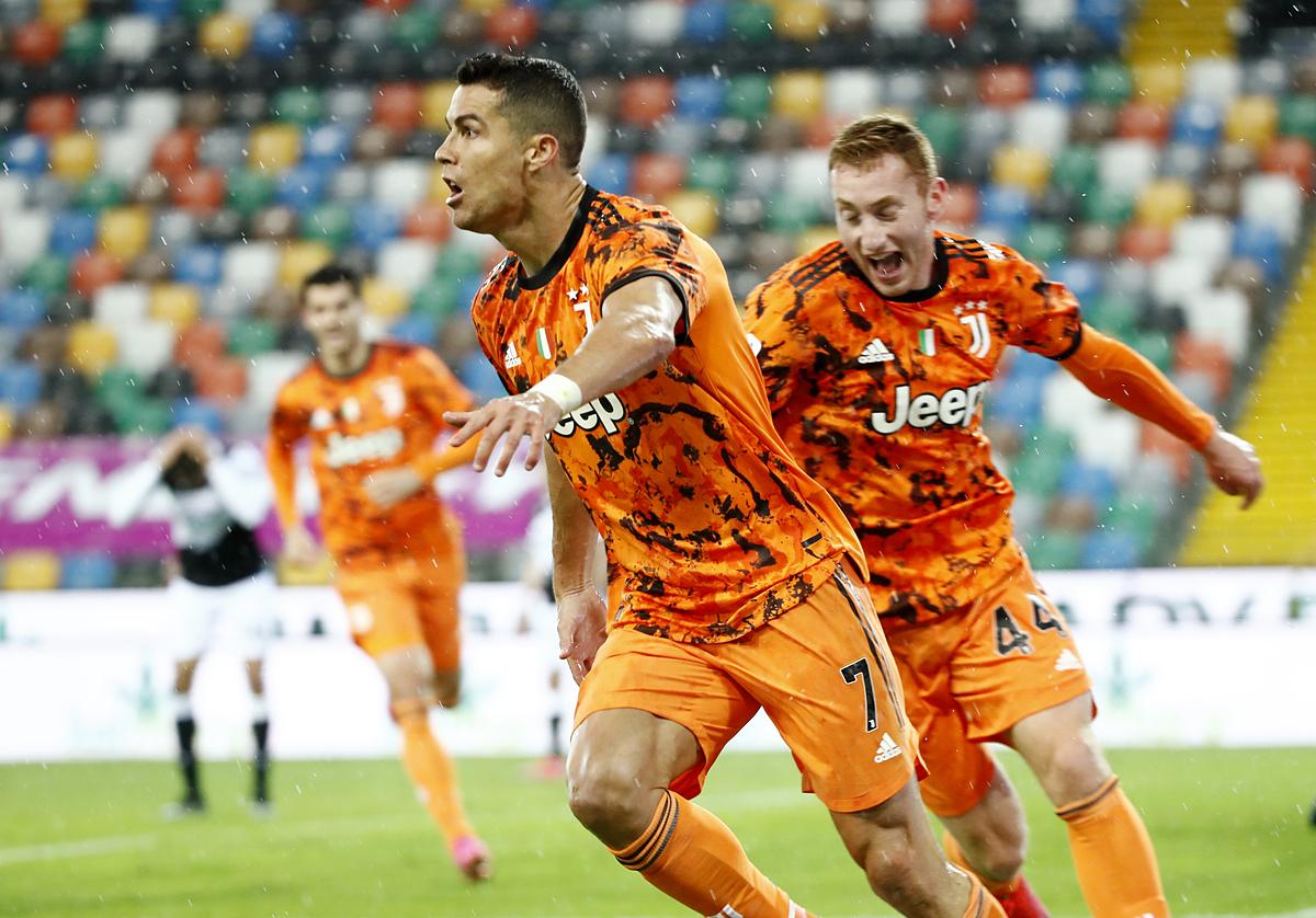 Ronaldo mừng bàn thắng vào lưới Udinese. Ảnh: Reuters.
