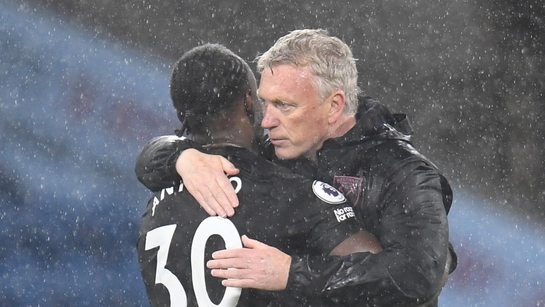 Pelatih David Moyes (kanan) dan Antonio - yang membuat dua gol untuk membantu West Ham mengalahkan Burnley.  Foto: AP.
