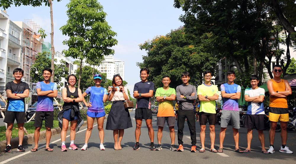 Các thành viên tham gia hoàn thành thử thách tiếp sức 1000km sau 85 giờ 53 phút 09 giây. Ảnh: Thiên Minh