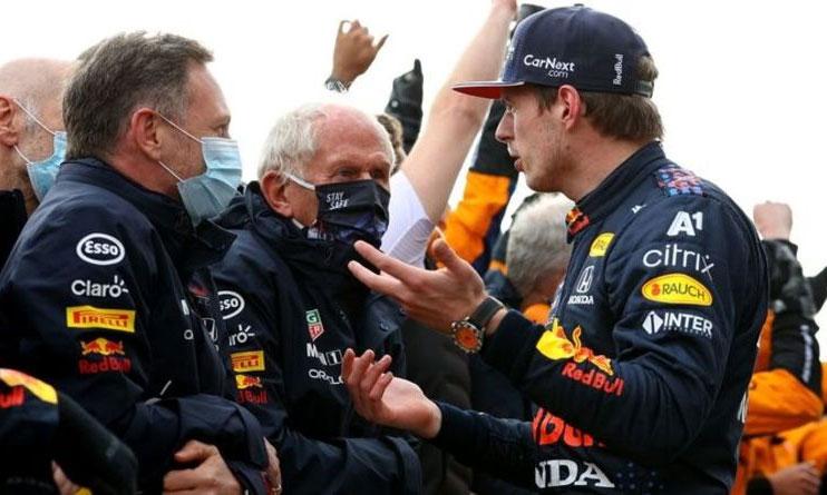 Verstappen đã ba lần bị phạt vì lỗi vượt giới hạn đường đua ở mùa này. Ảnh: Crash.