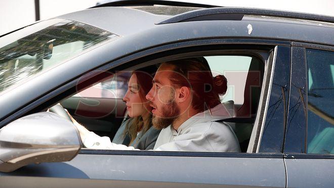 Gelandang Mingueza dan pacarnya pergi ke rumah Messi untuk menghadiri pesta tersebut.  Foto: Diario Sport.