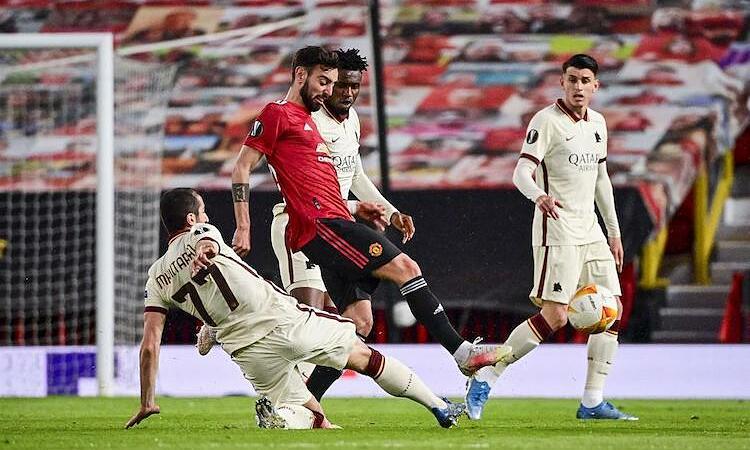 Fernandes  không  cho rằng màn trình  diễn trước Roma  của anh là siêu hạng. Ảnh: AFP.