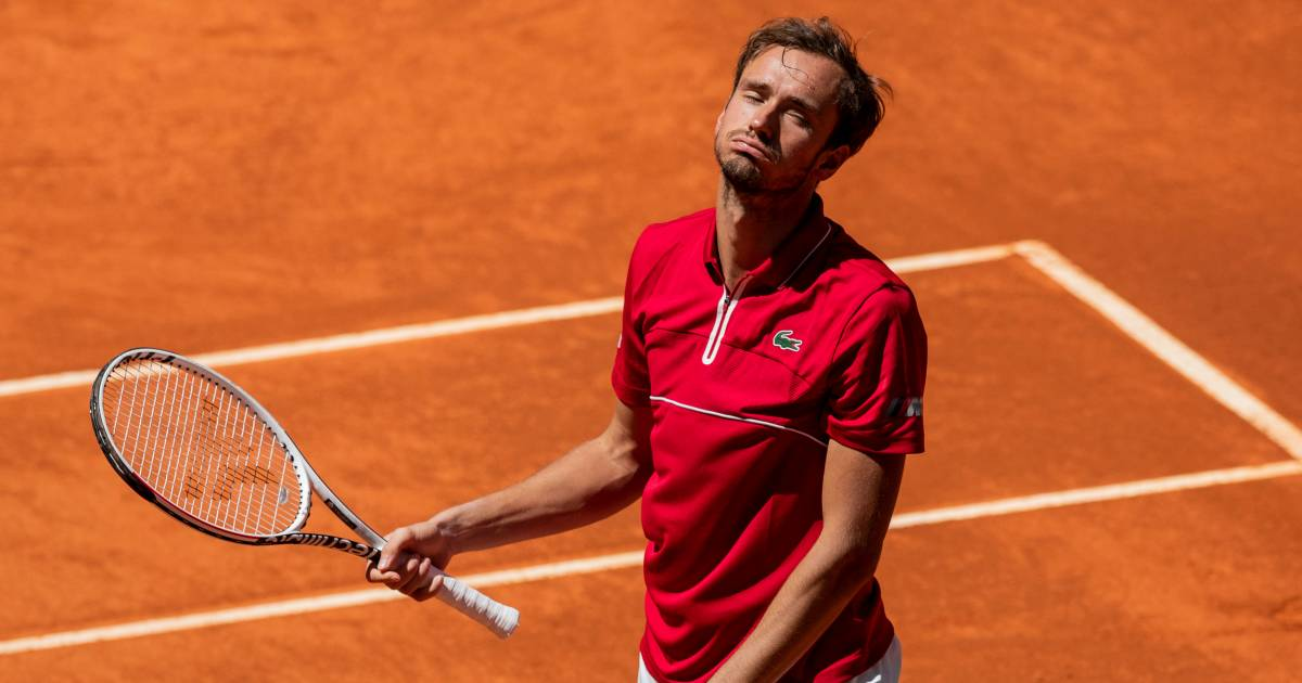 Medvedev thua ngay trận thứ hai ở mùa đất nện năm nay. Anh cũng chưa từng thắng ở Roland Garros. Ảnh: ATP.