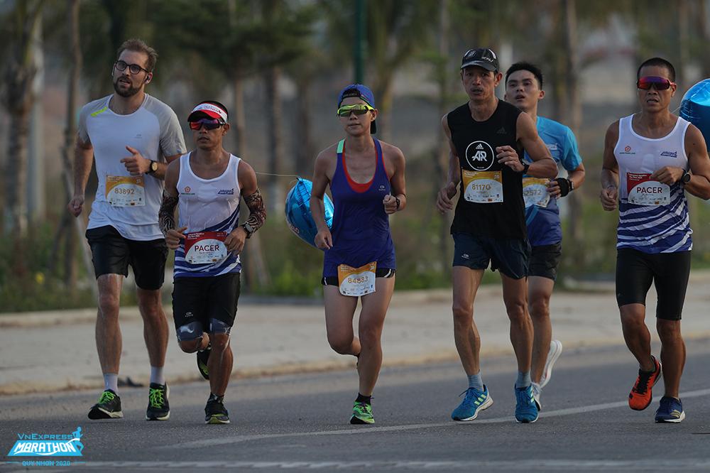 Athletes attend VnExpress Marathon in Quy Nhon city, Binh Dinh in 2020. Photo: VnExpress Marathon.