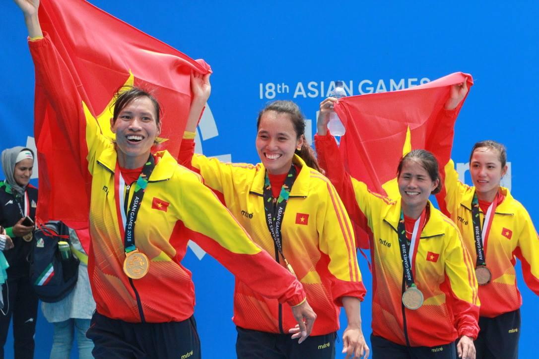 Luong Thi Thao (kanan) pernah membantu mendayung Vietnam untuk memenangkan medali emas di Asiad 2018, isi dari perahu dayung ganda ringan empat putri.  Konten ini tidak termasuk dalam konten kompetisi Olimpiade Tokyo.