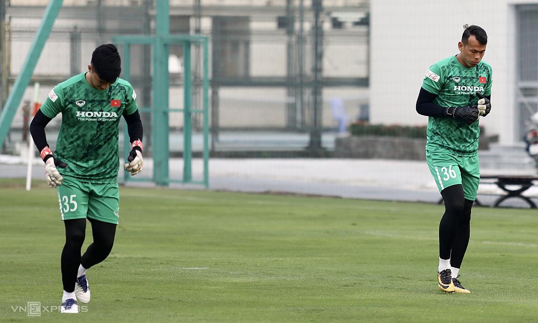 Thủ môn Tấn Trường (phải) chưa thi đấu cho đội tuyển Việt Nam kể từ tháng 11/2013. Ảnh: Lâm Thoả
