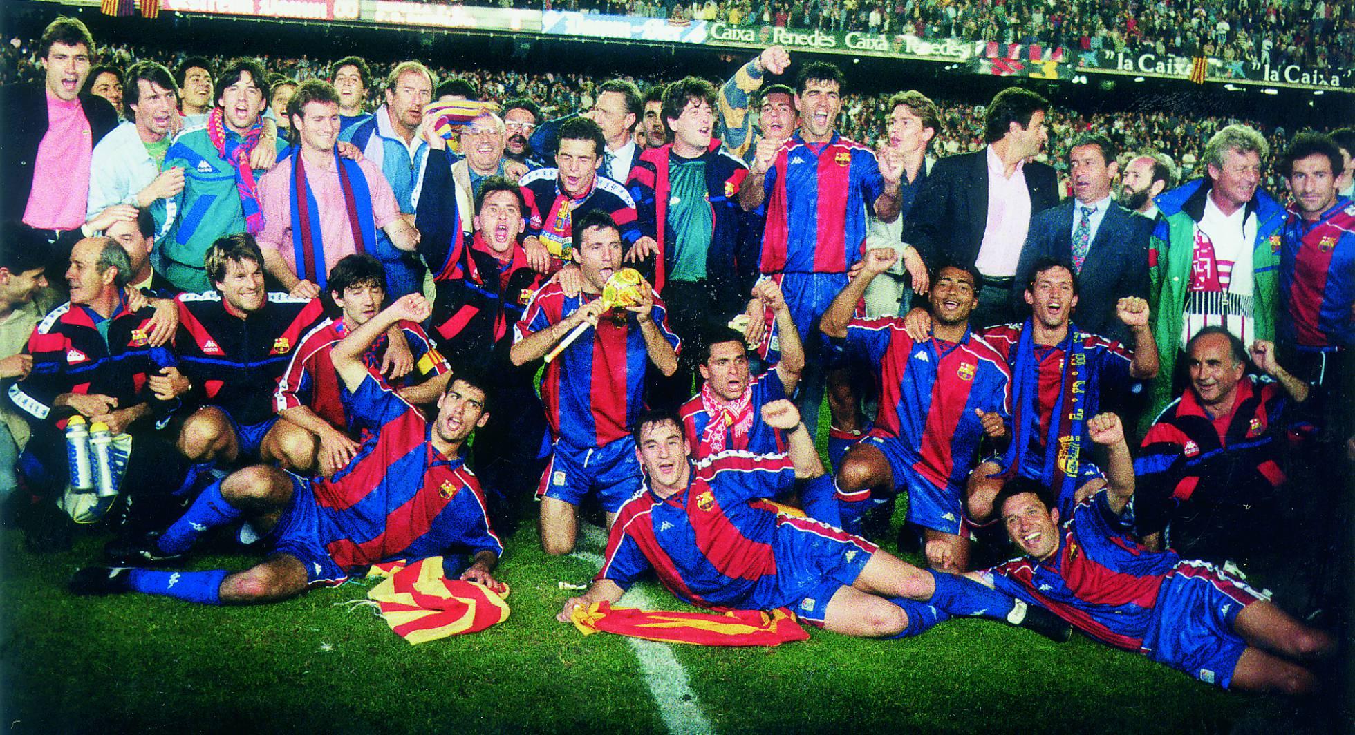 Barca mừng chức vô địch La Liga năm 1994 trên sân Camp Nou. Ảnh: AS