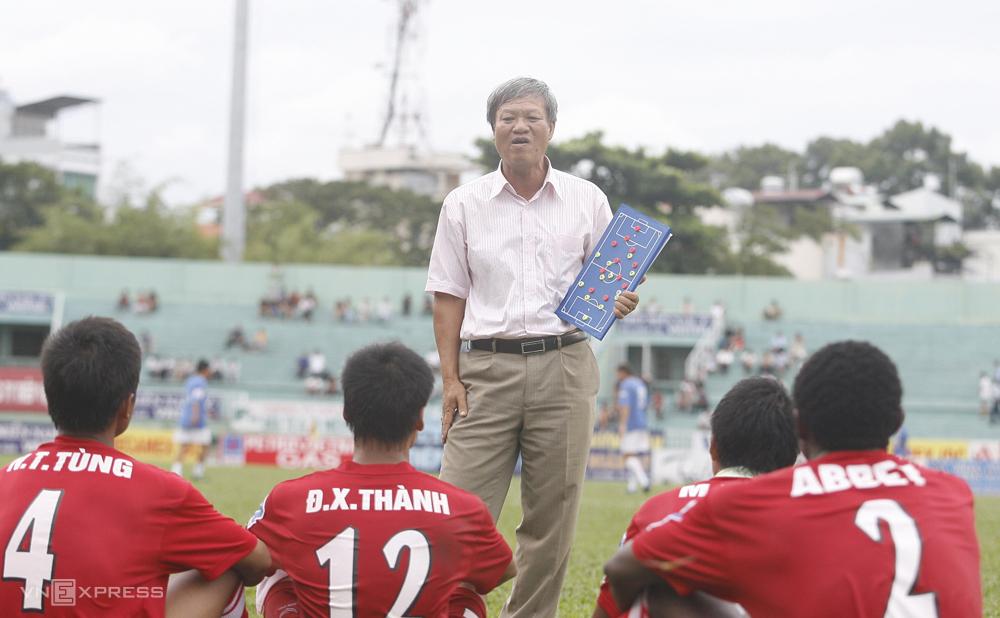 Ở bất kỳ đội bóng nào, HLV Lê Thuỵ Hải cũng tuyên bố đội bóng chỉ có một ngôi sao, các cầu thủ không được phép đặt mình trên tập thể. Ảnh: Đức Đồng