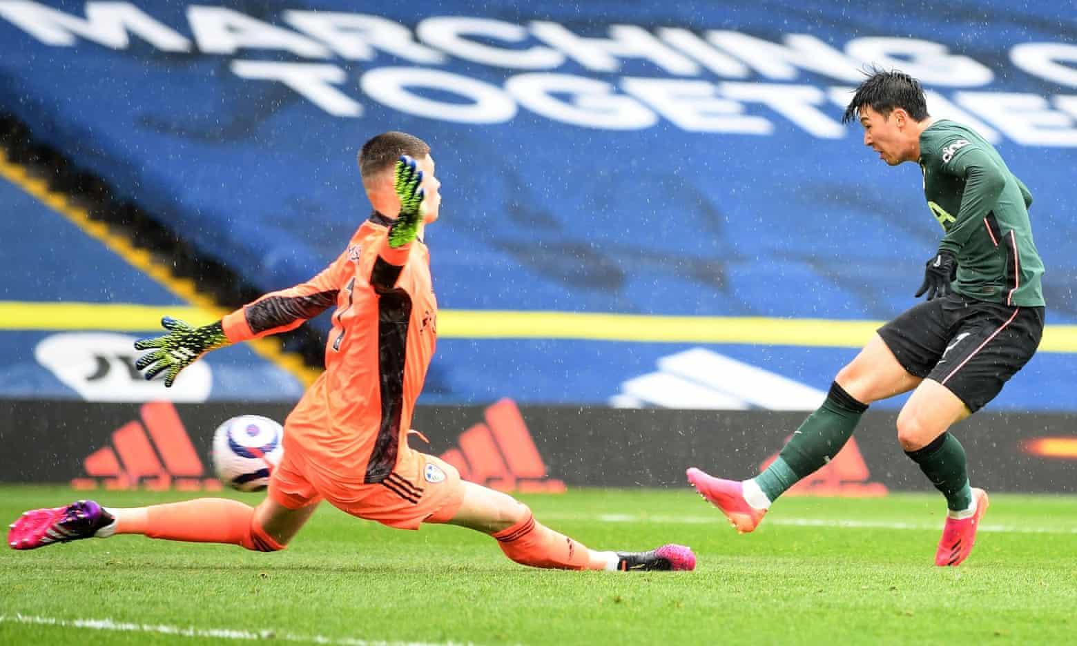 Son trong tình huống gỡ hoà 1-1 cho Tottenham ở giữa hiệp một, nhưng vẫn vô duyên trận này. Ảnh: PA