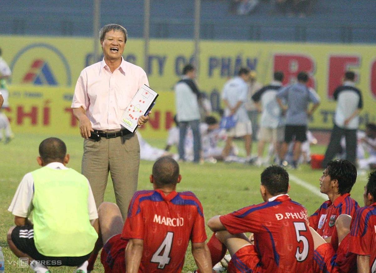 Sinh thời, HLV Lê Thuỵ Hải dẫn dắt hơn 10 CLB, trải qua khoảng 20 năm, giành ba chức vô địch V-League, hai á quân và hai Cup Quốc gia. Ảnh: Đức Đồng.