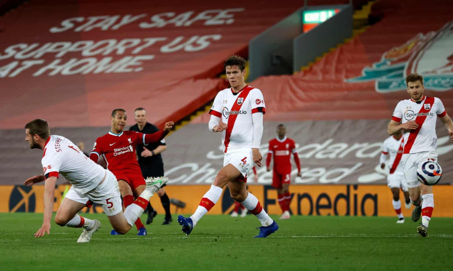 Thiago membukukan kemenangan 2-0 untuk Liverpool di menit 90. Foto: PA