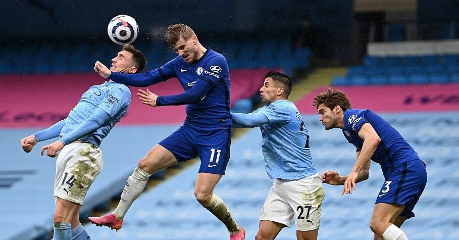 Timo Werner จ่ายบอลกับ Cancelo (หมายเลข 27) และ Laporte (หมายเลข 14) ของ Man City  ภาพ: AFP