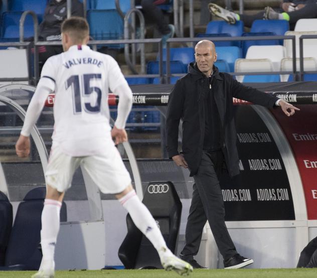 Zidane và các học trò gặp khó trên đường đua vô địch khi bị Sevilla cầm hoà 2-2. Ảnh: Mundo Deportivo