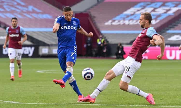 Richarlison phung  phí  nhiều  cơ  hội  nhưng  Everton  vẫn  ra  về  với ba  điểm. Ảnh: Reuters.